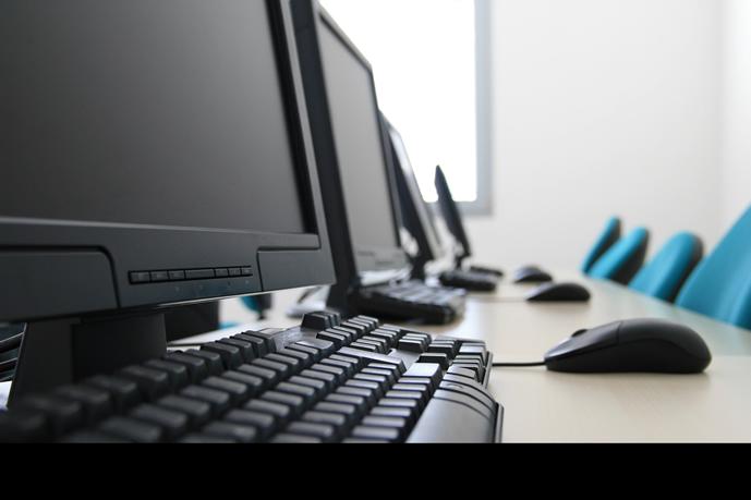 Consejos para mantener limpio su espacio de trabajo oficinas for Empleo limpieza oficinas